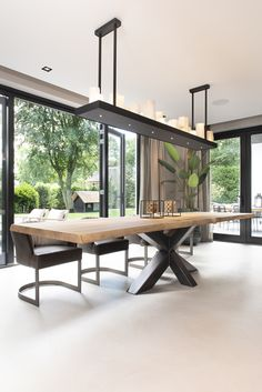 Pin on Sala de jantar Dinning Room Tables, Dining Room Design, Interior Design Living Room, Living Room Decor, Dinner Room, Dining Room Inspiration, Future House, New Homes, House Styles