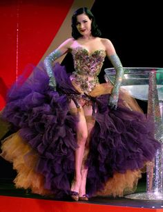 dita dita von teese burlesque pin up pin-up legs dress fashion beautiful gorgeous stockings Dita Von Teese Burlesque, Dita Von Teese Style, Cabaret, Showgirl Costume, Burlesque Costumes, Burlesque Outfit, Beauty And Fashion, Fashion Mode, Dress Fashion