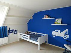 muursticker tractor takelwagen: wit op gekleurde muur