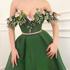 Teuta Matoshi Duriqi // Haute Couture - Spring 2018 im in love Grad Dresses, Women's Dresses, Fashion Dresses, Formal Dresses, Flower Dresses, Dress With Flowers, 90s Fashion, Dresses Online, Fashion News