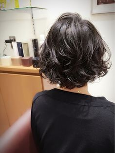 when i see all these popular short bob hairstyles hair cuts it always makes me j Thin Curly Hair, Wavy Hair, Very Short Hair, Short Hair Cuts, Short Perm, Medium Hair Styles, Curly Hair Styles, Curly Bob Hairstyles, Popular Hairstyles