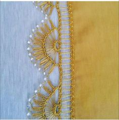 Moda Emo, Maquillaje Halloween, Crochet Borders, Needle Lace, Crochet Fashion, Crochet Designs, Curly Hair Styles, Gold Necklace, Brooch