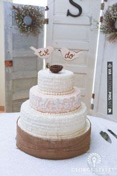 Love, love, love this bird-inspired cake! Too cute! | CHECK OUT MORE IDEAS AT WEDDINGPINS.NET | #weddingcakes