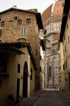 view of the Basilica di Santa Maria del Fiore from a quiet street in Firenze