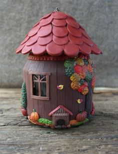 Домик из полимерной глины Maybe a glass jar with an electric candle inside would be cute Clay Jar, Fimo Clay, Polymer Clay Projects, Polymer Clay Creations, Bottle Art, Bottle Crafts, Hobbies And Crafts, Diy And Crafts, Clay Fairy House