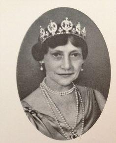 Princess Thyra of Denmark (1880-1945) https://se.pinterest.com/lovebooksabove/princess-thyras-sapphire-tiara/