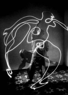 Gjon Mili, 'Picasso: Drawing With Light' (1949) #experimentsinmotion #motion