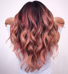 The Rose Gold Hair Color Had Been Up-And-Comming For The Spring 2019 Hair Season, However This Season Features A Rose Gold Balayage. Balayage Is. Rose Hair Color, Ombre Hair Color, Hair Color Balayage, Rose Gold Balayage Brunettes, Rose Gold Bayalage, Subtle Hair Color, Short Balayage, Onbre Hair, New Hair