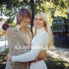 Agnetha Fältskog och Björn Ulvaeus i popgruppen ABBA. Övriga medlemmar i gruppen var Anni-Frid Lyngstad och Benny Andersson. 1970