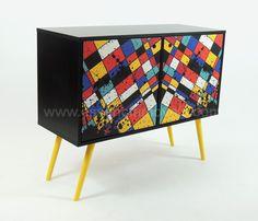 🔥 QUEIMA TOTAL DE ESTOQUE 🔥 Buffet Mondrian destaca-se por ser um móvel característico de pessoas com um espírito jovem que buscam funcionalidade alinhado a beleza. 50% OFF + 12 vezes sem juros. Última peça, leve o seu, é só clicar.