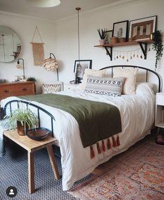 Bohemian House, Bohemian Patio, Hippie Bohemian, Boho Gypsy, Hippie Chic, Hippie Style, Bohemian Style, Minimalist Bedroom, Modern Bedroom