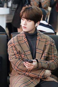 kpop wallpaper iphone New ideas for aesthetic wallpaper iphone kpop Lee Minho Stray Kids, Lee Know Stray Kids, Lee Min Ho, K Pop, Astro Moonbin, Rapper, Wattpad, Kpop Boy, Boyfriend Material