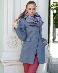 Елегантно зимно палто от сива релефно тъкана материя с вълна. Асиметрично закопчаване с цип. Българско производство. Намерете единствено в онлайн магазин Efrea http://efrea.com/items/view/13165/ #палто #coat #efrea # ефреа