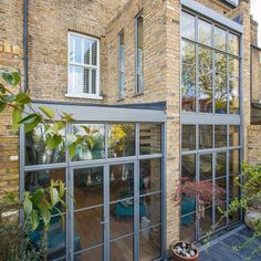 Dramatic crittall style extension - Holland and Green