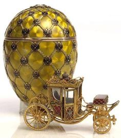 The Coronation Egg, varicoloured gold, diamonds, rock crystal, platinum, off-white velvet lining, 1897. Presented by Nicholas II to Tsarina Alexandra Fyodorovna. Svyaz' Vremyon Fund - Viktor Vekselberg Collection - Moscow.