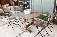 ronde houten tafel - round wooden table - woontheater
