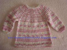 Pensando satisfazer pedidos insistentes sobre a receita deste casaco/ vestido/ túnica para bebé, aqui estou eu a divulgá-la. Tive de trico...