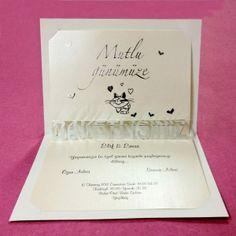 Invitatie de nunta haioasa, crem, cu inimioare si pisicuta. Container