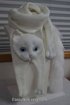 White cat scarf knit cat scarf animal knit scarf cat - Knitting and Crochet Diy Crafts Knitting, Loom Knitting, Beginner Knitting, Easy Knitting, Baby Knitting Patterns, Scarf Patterns, Crochet Scarves, Crochet Shawl, Cat Scarf