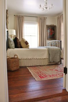 Creating a cozy home tips for fall 6 tips add cozier fabrics add textures - April 27 2019 at Cozy Bedroom, Master Bedroom, Bedroom Decor, Bedroom Colors, Bedroom Furniture, Green Furniture, Pretty Bedroom, Ideas Hogar, Guest Bedrooms