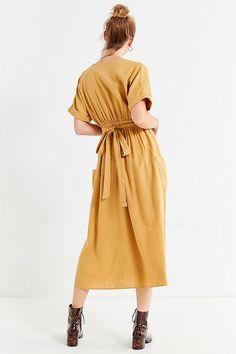 Slide View: 2: UO Gabrielle Linen Midi Wrap Dress
