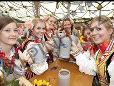 Las mesas de las Oktoberfest son de Alpinholz