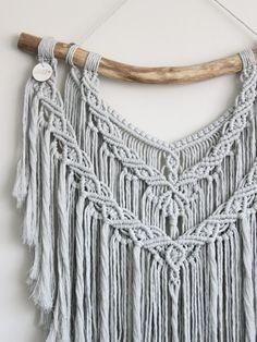 Macrame Plant Hanger Patterns, Macrame Wall Hanging Diy, Macrame Art, Macrame Projects, Macrame Patterns, Crochet Patterns, Tassel Necklace, Crochet Necklace, Macrame Tutorial