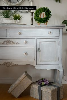 Paris Grey Chalk Paint® decorative paint by Annie Sloan