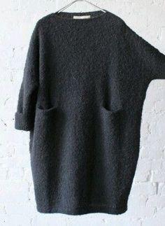 Inspiration: Oversize Pullover stricken Inspiration: Oversize Pullover stricken Knitting , lace processing is the most beautiful hobbies that girls can't give u. Belted Shirt Dress, Knit Dress, Gray Dress, Dress Black, Hijab Fashion, Boho Fashion, Oversize Pullover, Oversized Dress, Mode Plus