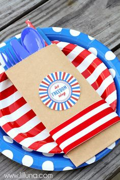 Patriotic Silverware Holders { lilluna.com }