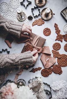 Gingerbread Cookies - Call Me Cupcake - Christmas Gingerbread Cookies - Call Me Cupcake - Christmas Cupcake Christmas, Chocolate Christmas Cookies, German Christmas Cookies, Gluten Free Christmas Cookies, Noel Christmas, Christmas Gingerbread, Christmas Style, Gingerbread Village, Christmas Foods