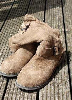À vendre sur #vintedfrance ! http://www.vinted.fr/chaussures-femmes/bottes-and-bottines/16102790-paire-de-bottines-la-redoute-en-suedine