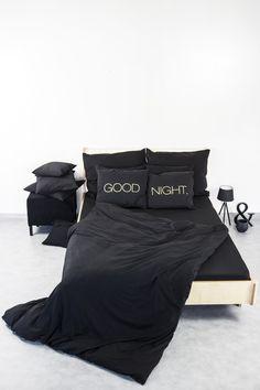 Schwarze Bettwäsche mit goldener Schrift, Schlafzimmer / bedroom: black bed linen, golden print made by Nocne Drobra via DaWanda.com