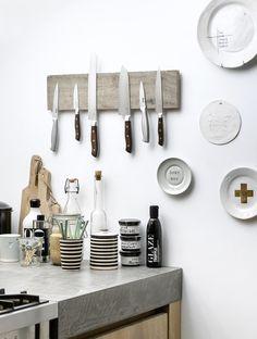 Houten messenhouder Wooden knife holder Bron: vtwonen maart 2015   Fotografie Sjoer Eickmans   Styling Kim van Rossenberg