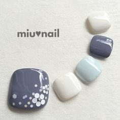 SHADES OF BLUE with white accent toe nail art design idea to try soon! | ideas de unas | flower nail art for toes