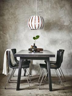 En bordplade af tyk asketræsfiner og ben af massiv bøg gør dette bord let og stærkt. Mørk bejdse gi'r VÄSTANÅ en diskret elegance.