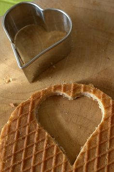 Beplak of schilder een glazen pot voor moederdag en vul het met deze hartjes.