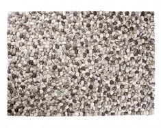 Para complementar tus rincones de la casa donde pondrás los jardines te recomendamos nuestras #alfombras de piedras de lana. Una combinación al estilo zen y muy adecuada para una #decoración más natural.