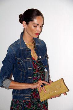 Eugenia Silva. Un clásico que me encanta, vestido ligero de verano con estampado floral y cazadora vaquera.