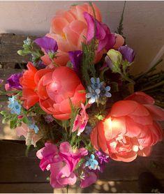 White Wedding Flowers, All Flowers, Amazing Flowers, Fresh Flowers, Blush Peonies, Peonies Bouquet, White Peonies, Where To Buy Peonies, Peonies Delivery