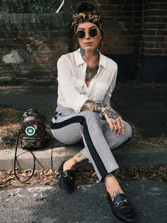 A high waist trouser is a fav for me for so many reasons - but primarily, I tend to just feel comfier & more. Cute Comfy Outfits, Chic Outfits, Fashion Outfits, Rocker Chic Outfit, All Black Outfit For Work, Street Chic, Street Style, Mode Grunge, Estilo Rock