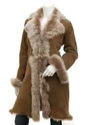 Toscana is a quality of sheepskin renowned the world over as the absolute pinnacle of luxury. This breed produce long, fine filaments of wool, very similar to fur but on a super-soft hide. For this reason, the coat does not need to be lined since the fur Suede Coat, Leather Trench Coat, Shearling Coat, Leather Coats, Men's Leather, Coats For Women, Jackets For Women, Women's Jackets, Leather Jackets For Sale