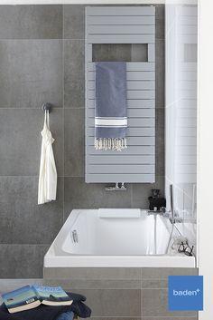 Sierlijke sterke lijnen zonder overbodige details. Dit ligbad van Sphinx maakt uw badkamer functioneel en optimaal bruikbaar voor het hele gezin. Alcove, Alcove Bathtub, Bathroom, Radiators, Bathtub