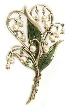 This piece of pretty Sweet Romance jewelry brings a floral accent to any outfit in seconds. This pin is shaped to resemble a lily of the valley in art nouveau style. Enameled leaves and pearl blossoms make this a truly attention-getting piece. Victorian Jewelry, Antique Jewelry, Vintage Jewelry, Bijoux Art Nouveau, Art Nouveau Jewelry, Jewelry Box, Jewelry Accessories, Jewelry Design, Gold Jewelry