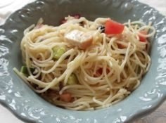 Summer Spaghetti Salad | We use this recipe a lot in the summer, except we add sliced pepperoni, rather than chicken. Always a huge hit!