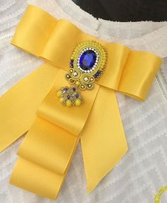 / victorian style bow for women in yellow / брошь-бант / Ribbon Jewelry, Fabric Jewelry, Ribbon Crafts, Ribbon Bows, Brooch Corsage, Women Bow Tie, Fashion Accessories, Hair Accessories, Barrettes