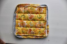 Learn how to make pot holders with this simple beginner friendly step by step tutorial. Perfect as gifts this holiday season or to accessorize your own kitchen. All The Way Down, Hot Pads, Sewing Patterns, Sewing Ideas, Easy Peasy, Little Gifts, Pot Holders, Make It Simple