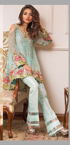 Teal dress with gold lame and pink flowers and matching bell-b… This is gorgeous. Teal dress with gold lame and pink flowers and matching bell-bottomed pants Pakistani Outfits, Indian Outfits, Indian Dresses, Boho Outfits, Cute Outfits, Fashion Outfits, Indian Fashion, Boho Fashion, Mode Ab 50