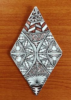 It's been 8 years since I found Zentangle! We were in the newsagent in Wynyard Tasmania on Boxing Day buying motorcycle magazines for . Zentangle Drawings, Doodle Drawings, Doodle Art, Zentangles, Pencil Drawings, Flower Pattern Drawing, Flower Patterns, Christmas Tree Art, Merry Christmas