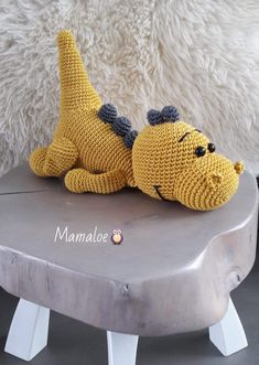 Amigurumi Free Pattern This Pin was discovered by Lilia – Amigurumi Crochet Dinosaur Patterns, Crochet Amigurumi Free Patterns, Crochet Dolls, Crochet Crafts, Crochet Projects, Dragon En Crochet, Crochet Dragon Pattern, Crochet Mignon, Confection Au Crochet